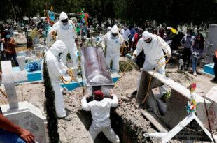 Funeral en un cementerio en las afueras de la Ciudad de México. 19 de junio de 2020.