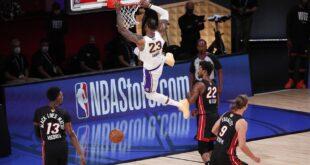 Kissimmee (Estados Unidos), 10/11/2020.- El delantero de Los Angeles Lakers, LeBron James, ante el Miami Heat en las Finales de la NBA, 11 de octubre de 2020. EFE / EPA / ERIK S. LESSER