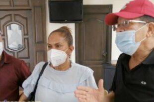 Desde la derecha el alcalde Siquio Ng de la Rosa, la gobernadora provincial Xiomara Cortés y el vicepresidente de la Comisión de Apoyo al Desarrollo Barrial Ramón Díaz.