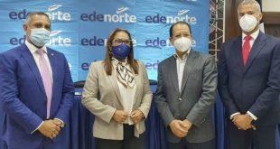 Desde la izquierda el senador Franklin Romero, gobernadora provincial Duarte Ana Xiomara Cortés, alcalde SFM Siquio NG de la Rosa y Gerente General de EDENORTE Andrés Cueto Rosario.