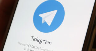 Logotipo de Telegram en la pantalla de un smartphone.