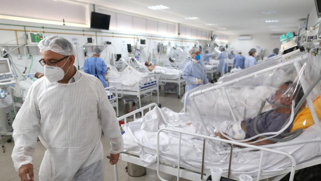 La unidad de cuidados intensivos de un hospital de Manaos, Brasil, el 20 de mayo de 2020.