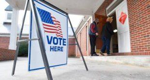 Unas personas ingresan a un centro de votación en Dawnville, Georgia, el martes 5 de enero de 2021. (MATT HAMILTON/CHATTANOOGA TIMES FREE PRESS VÍA AP)