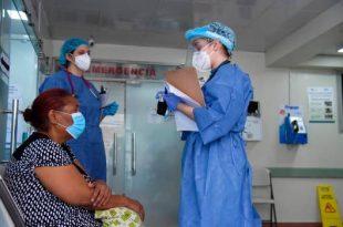 Los centros públicos y privados de Santiago presentan en los últimos días un aumento en las hospitalizaciones.