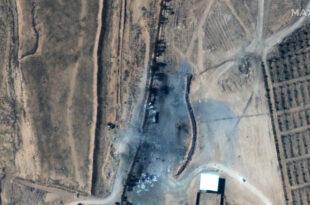 Una imagen satelital muestra las consecuencias de los recientes ataques aéreos de EE.UU. contra los objetivos cerca de la localidad de Alm-Qaim, la frontera entre Siria e Irak, 26 de febrero de 2021.
