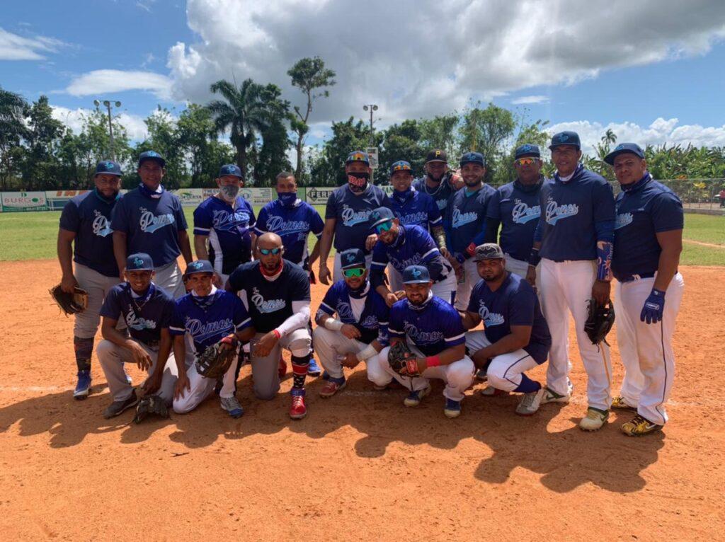 Equipo campeón Los Pomos