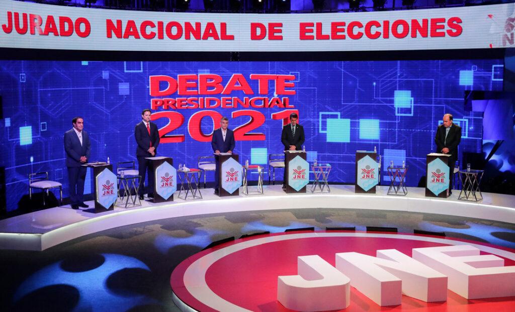 Algunos candidatos presidenciales peruanos en un debate televisado, 31 de marzo de 2021
