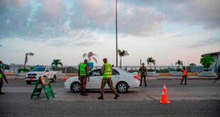 Agentes durante un operativo. (DIARIO LIBRE/ARCHIVO)