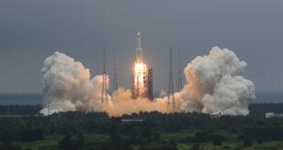 El lanzamiento del cohete Larga Marcha-5B, Wenchang, China, el 29 de abril de 2021